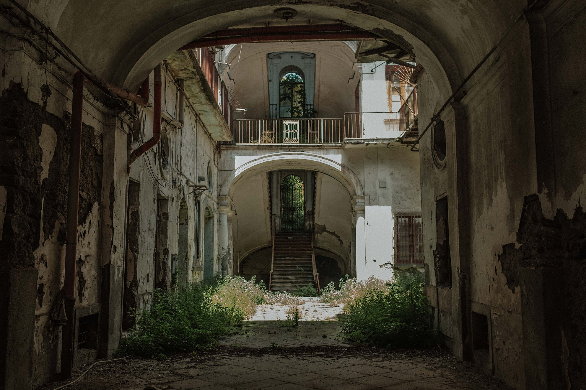 elisabetta riccio - abandoned building in the historic center of boscotrecase, naples
