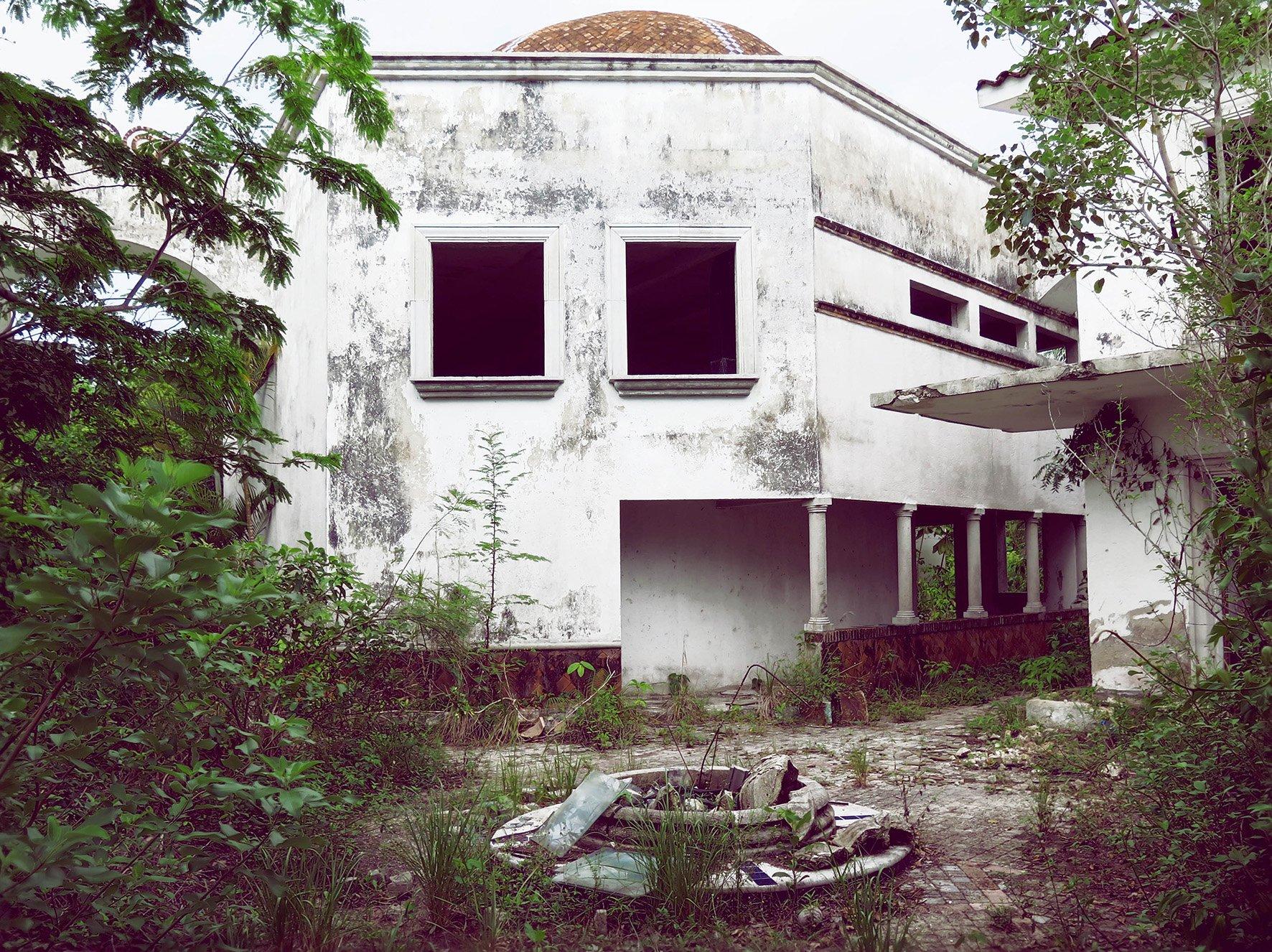 elisabetta riccio - abandoned hotel, The millionaire ruins in Bacalar, Quintana Roo