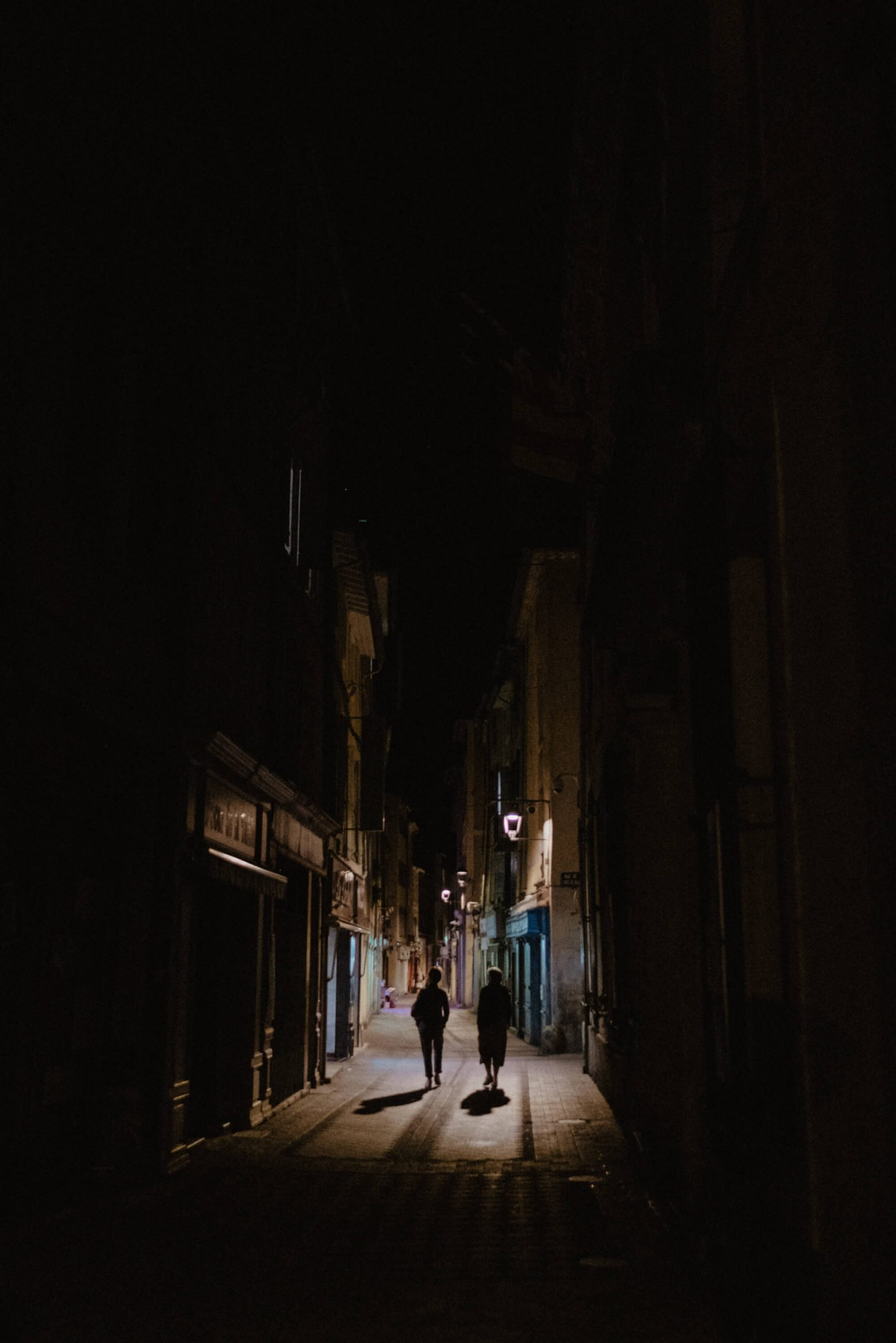 elisabetta riccio - urban vision - people walking in the middle of the night in the french town isle sur la sorgue